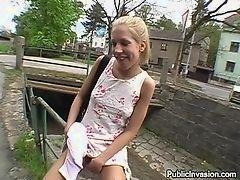 Пикап секс под мостом с блондинкой
